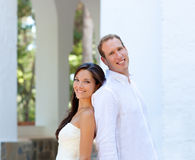 Le coppie della sposa hanno sposato appena nel Mediterraneo Fotografia Stock