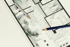 Le coppie delle matite taglienti hanno messo sopra il disegno grigio semplice ma elegante dell'architettura di interior design Fotografie Stock Libere da Diritti