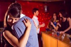 Le coppie sveglie rallentano ballare insieme Fotografia Stock