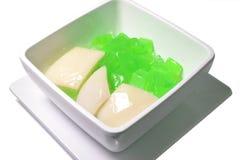 Le coprah avec du lait de noix de coco est le dessert thaïlandais 0300 Photographie stock