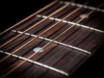 Le corde della chitarra si chiudono su Immagini Stock