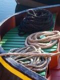 Le corde si sono arrotolate su una barca Immagine Stock Libera da Diritti