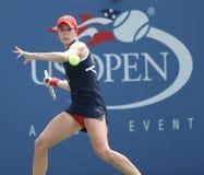 Le cornet d'Alize de joueur de tennis professionnel pendant troisièmement le rond choisit le match à l'US Open 2013 images stock