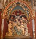 Le corps du Christ étant pris vers le bas de la croix photographie stock