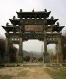 Le corps entier d'un passage arqué commémoratif chinois photographie stock