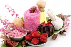 Le corps frottent avec la fraise, sel de mer et huile d'olive. (Pour la peau sèche) photographie stock