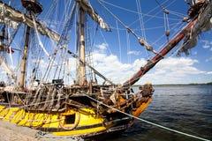 LE CORSE ALTE KOTKA 2017 DELLE NAVI Kotka, Finlandia 16 07 2017 Spedisca Shtandart nel porto di Kotka, Finlandia Fotografia Stock