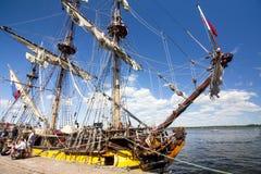 LE CORSE ALTE KOTKA 2017 DELLE NAVI Kotka, Finlandia 16 07 2017 Spedisca Shtandart nel porto di Kotka, Finlandia Fotografia Stock Libera da Diritti