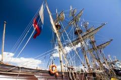 LE CORSE ALTE KOTKA 2017 DELLE NAVI Kotka, Finlandia 16 07 2017 Spedisca Shtandart nel porto di Kotka, Finlandia Fotografie Stock