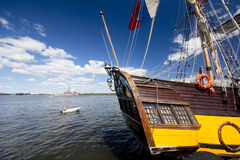 LE CORSE ALTE KOTKA 2017 DELLE NAVI Kotka, Finlandia 16 07 2017 Spedisca Shtandart nel porto di Kotka, Finlandia Immagine Stock