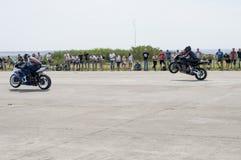 Le corse dei motocicli sulla velocità sul ` s di Reisinge trascina fotografie stock