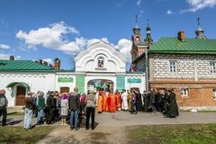 Le cortège au festival de Pâques dans le monaste de Saint-Nicolas Photo libre de droits