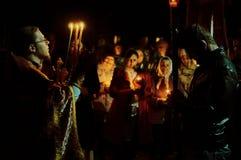 Le cortège de Pâques pendant la nuit de peut 1, 2016 dans l'église orthodoxe russe dans la région de Kaluga Photos libres de droits