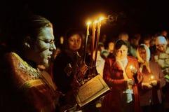 Le cortège de Pâques pendant la nuit de peut 1, 2016 dans l'église orthodoxe russe dans la région de Kaluga Photographie stock