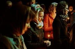 Le cortège de Pâques pendant la nuit de peut 1, 2016 dans l'église orthodoxe russe dans la région de Kaluga Images stock