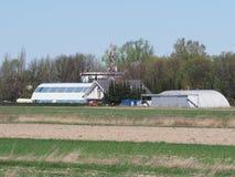 Le costruzioni dell'aeroporto locale di sport sul campo erboso abbelliscono nella città di Bielsko-Biala dell'europeo alla Poloni immagine stock