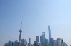 Le costruzioni finanziarie dei grattacieli del distretto di Lujiazui abbelliscono a Shanghai Fotografia Stock Libera da Diritti