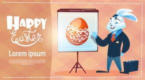 Le costume d'usage de lapin a décoré la carte de voeux colorée de symboles de vacances de Pâques d'oeufs Images stock