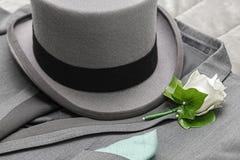 Le costume et le chapeau grand des hommes photographie stock libre de droits