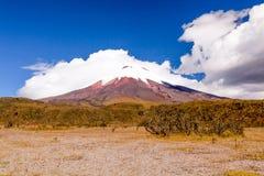 Le Cotopaxi Volcano In The Clouds Photographie stock libre de droits