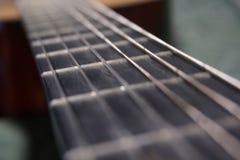 Le cou de la guitare classique comme route de la vie images stock