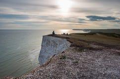 Le coucher du soleil au-dessus de sept soeurs marquent des falaises à la craie le Sussex est Angleterre R-U images libres de droits