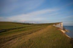 Le coucher du soleil au-dessus de sept soeurs marquent des falaises à la craie le Sussex est Angleterre R-U photo libre de droits