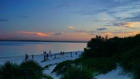 Le coucher du soleil au-dessus des Brighton-Le-sables ?chouent, Sydney, photos stock