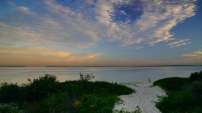 Le coucher du soleil au-dessus des Brighton-Le-sables ?chouent, Sydney, photographie stock libre de droits