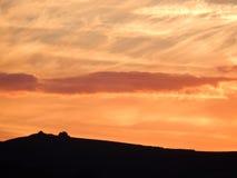 Le coucher du soleil au-dessus du amarre Images libres de droits