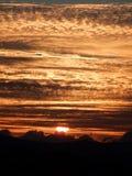 Le coucher du soleil au-dessus du amarre Photos libres de droits