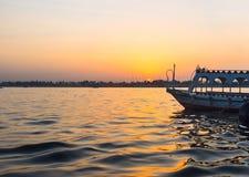 Le coucher du soleil au-dessus du Nil Image stock