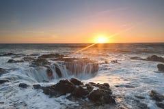 Le coucher du soleil bon du Thor, cap Perpetua, Orégon Photo libre de droits