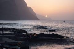Le coucher du soleil du Cap Vert, Ponta font Sol Village photographie stock libre de droits