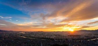 Le coucher du soleil chez la Corée Images stock