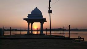Le coucher du soleil chez Rajsamand Rajsamandlake irregetiongarden Photographie stock