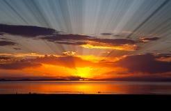 Le coucher du soleil coloré chez le Grand Lac Salé photos libres de droits