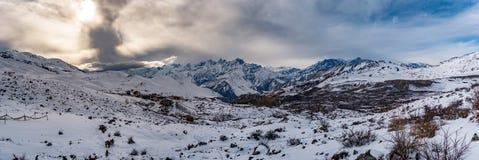 Le coucher du soleil dans les montagnes aménagent en parc, iceberg de baquet de Phu Photographie stock libre de droits