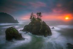 Le coucher du soleil de côte de l'Orégon Photo stock