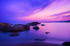 Le coucher du soleil de la mer Photo stock