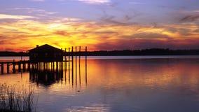 Le coucher du soleil de péniche photo stock