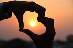 Le coucher du soleil est amour images stock