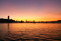 Le coucher du soleil et l'horizon de Victoria hébergent, Hong Kong Images stock