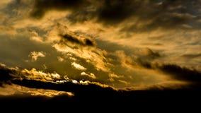Le coucher du soleil, hiver de ciel de coucher du soleil, le soleil opacifie Photo stock