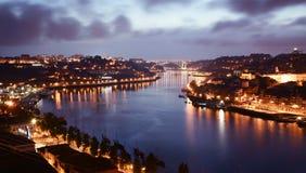 Le coucher du soleil pourpré de Porto Photographie stock