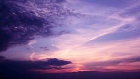 Le coucher du soleil romantique opacifie le laps de temps HD banque de vidéos