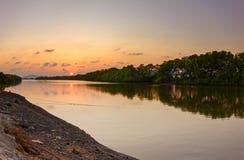 Le coucher du soleil a tiré la vue de la forêt de périphérie de ria de Ba - Vietnam Photo stock