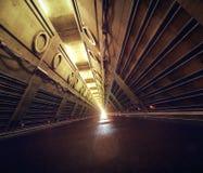 Le couloir concret vide 3d de couloir de tunnel de la science fiction d'abri contre les retombées radioactives de souterrain rend Image libre de droits