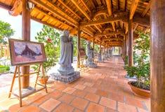 Le couloir de Truc Lam Monastery d'architecture de beauté images stock