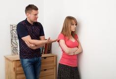 Le couple découvre des relations Image libre de droits